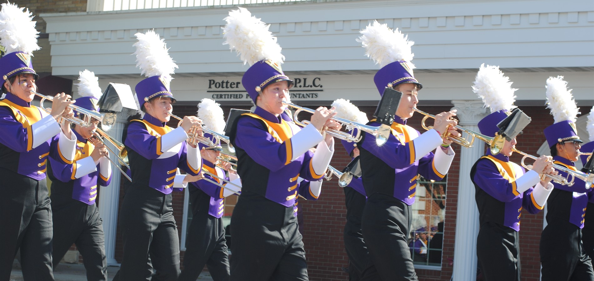 Lynx marching band playing in the homecoming parade